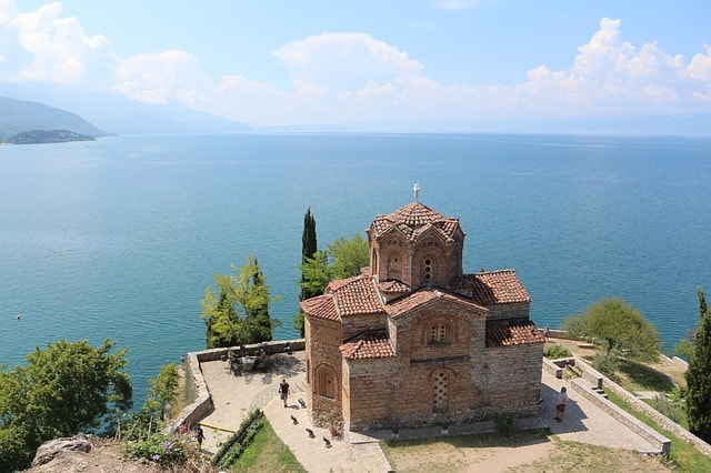 Chiesa in Macedonia, lago, panorama.